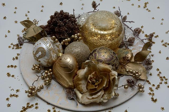 christmas-balls-1905135_640